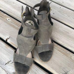 🛍2/$30 - Fergie chunky block sandals
